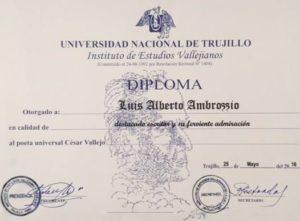 Diploma Universidad Nacional de Trujillo a Luis Alberto Ambroggio